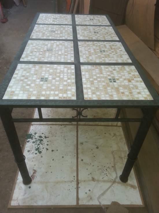 Mesas con mosaico muebles de for Mesa de terraza con quitasol