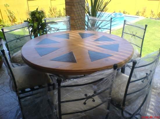 Precioso juego de terraza for Mesa de terraza con quitasol