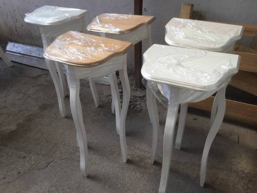 Mesitas de arrimo camas for Muebles vintage chile
