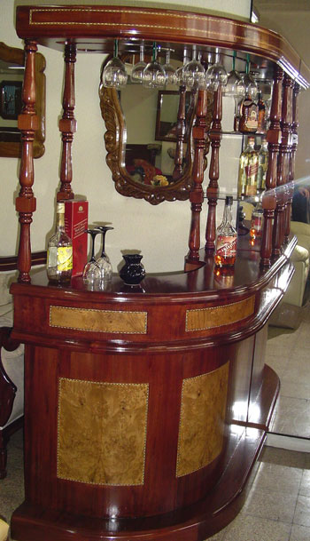 Bar curvo for Modelos de muebles para bar